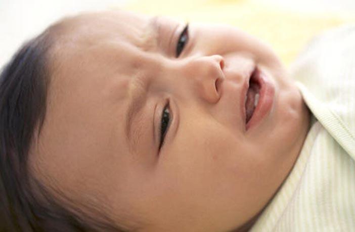 शिशु के रोने के कारण व शांत कराने के ५ असरदार उपाय