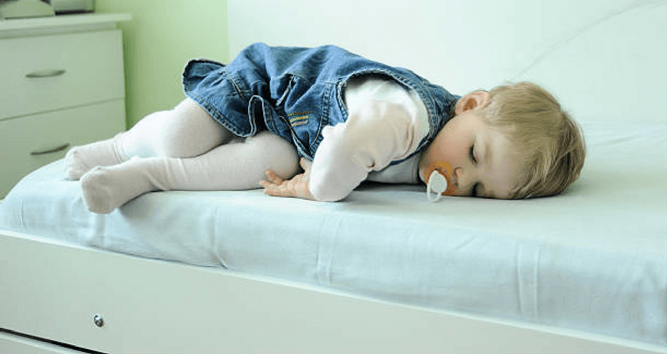 5 ways to prevent your baby from falling off the bed
