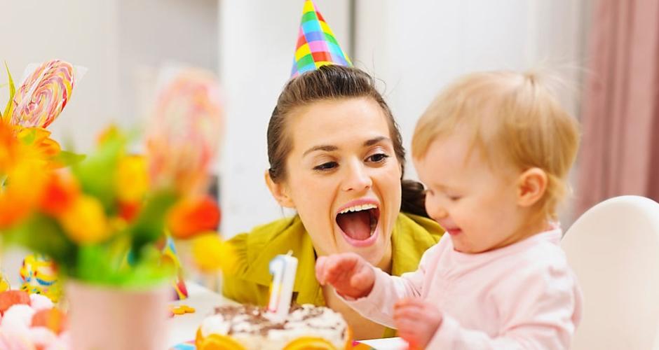 अपने बच्चे का पहला जन्मदिन मनाने के लिए 10 टिप्स